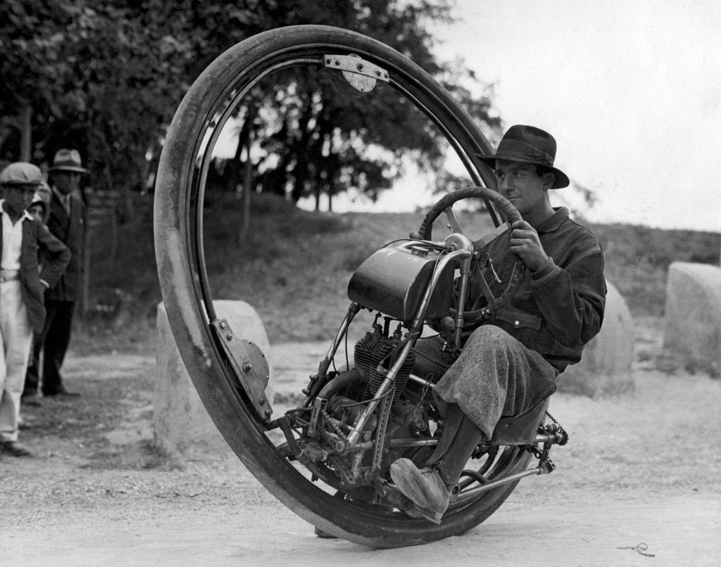 CPGSS-One_wheel_motorcycle_Goventosa.jpg